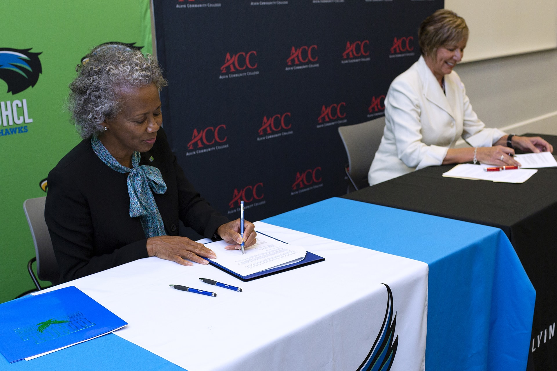 Pact makes it easier for ACC students to transfer to UHCL